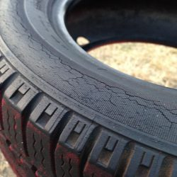 Tires-Cracking-sidewall